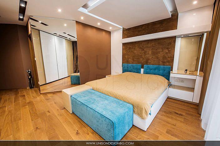 Спалня-кафява-синя-интериорен-дизайн-реализация-легло-гардероб-spalnq-kafqva-sinq-interioren-dizajn-строителство-ремонт